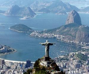 Статуя Христа Спасителя находится на вершине горы Корковадо, на высоте около 704 метра, и по праву считается символом Рио-де-Жанейро