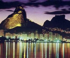 После того как новой столицей Бразилии стал город Бразилиа, Рио-де-Жанейро стал довольно заметно утрачивать свое влияние на жизнь страны.
